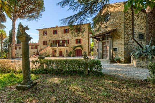 Toskanische Villa mit Gästewohnungen, Kapelle, Weingarten und Olivenhain bei Cortona