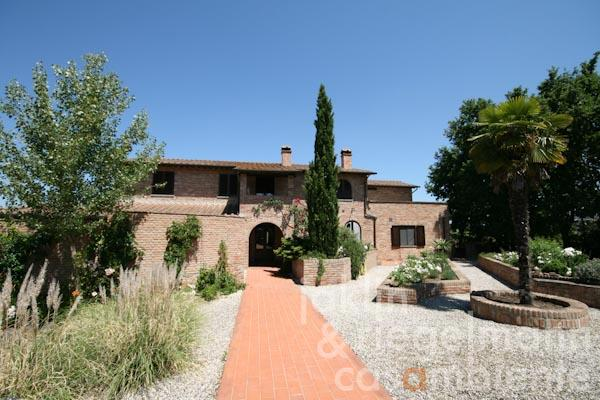 The country estate with pool and views onto Montepulciano