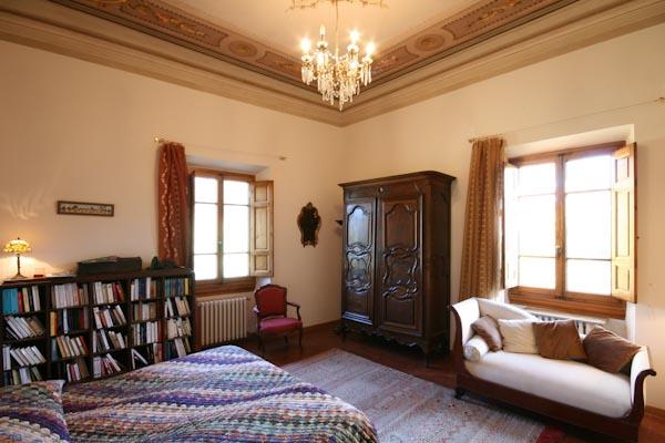 Un'altra camera da letto al primo piano
