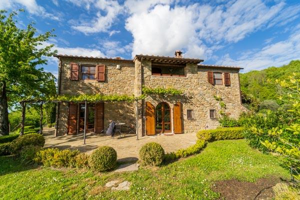 Neu erbautes Landhaus zu verkaufen mit Garten zwischen Lago Trasimeno und Tibertal