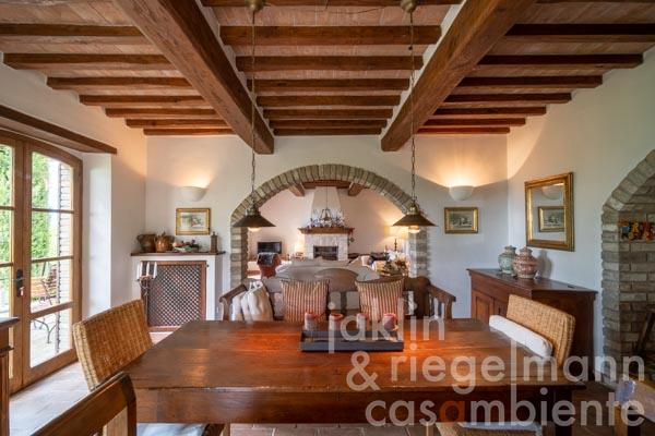 Die Küche in der unabhängigen Gästewohnung im Obergeschoss