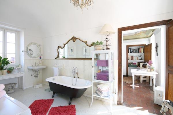 Uno dei bagni della casa padronale