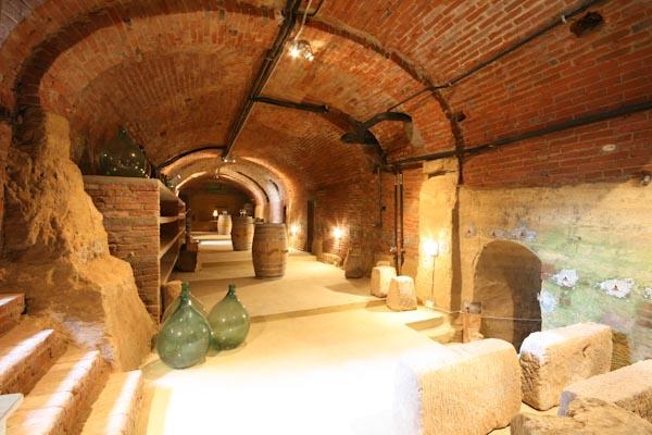 La cantina dei vini sotto la casa padronale