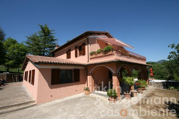 The high-quality restored country house for sale with olive grove and vineyard close to Orvieto in Umbria