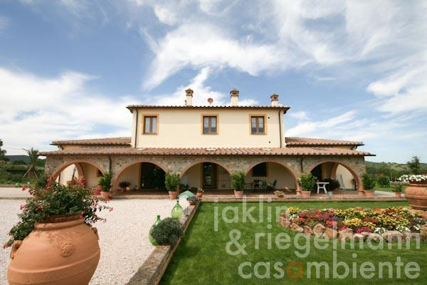 The newly built Tuscan country house for sale close to Castiglione della Pescaia and the sea