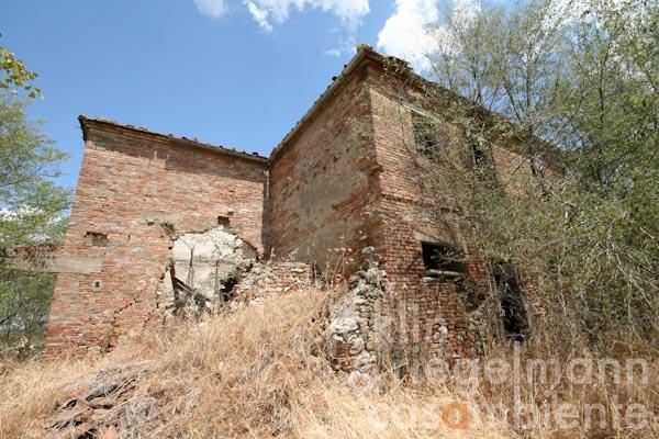 The Tuscan country house to restore