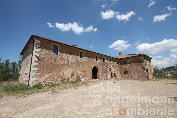 The Tuscan country houses to restore for sale in the Crete Senesi with surrounding arable land close to Siena