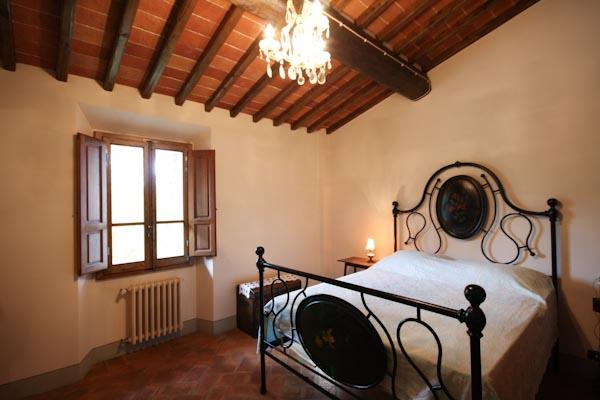 Eines der Schlafzimmer im Obergeschoss des ersten Apartments