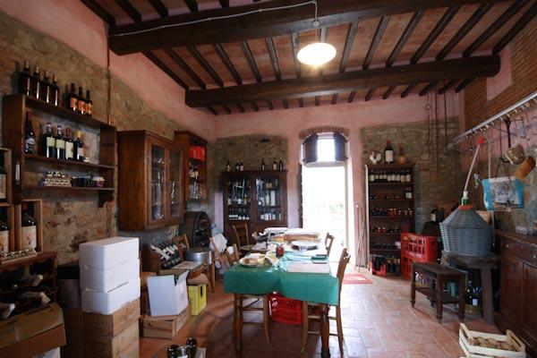 La cantina del vino ben assortita del primo appartamento