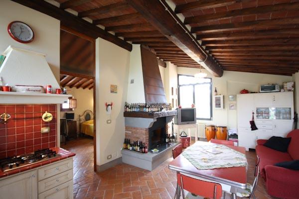 La cucina abitabile del terzo appartamento al primo piano