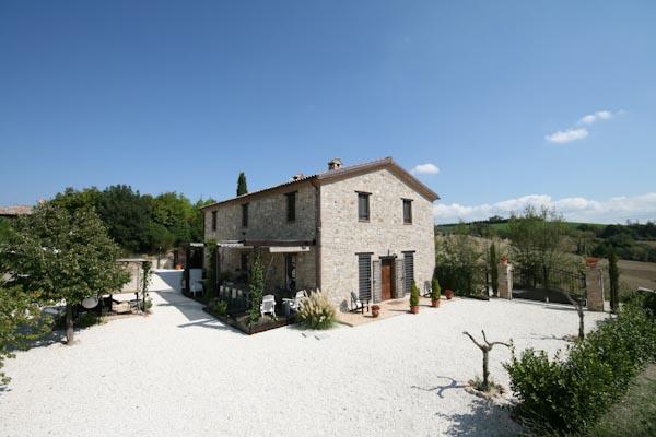 Das luxuriöse Landhaus nahe Todi in Umbrien zu verkaufen mit Nebengebäuden und Pool