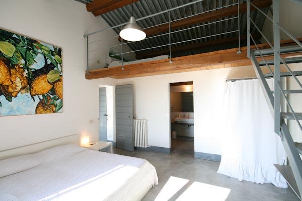 Das Eigentümerschlafzimmer mit Galerie und en-suite Badezimmer