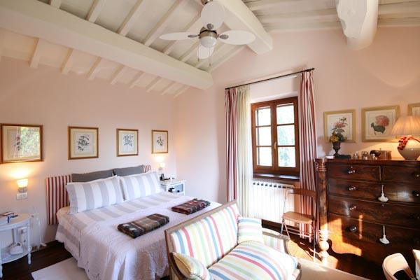 Das erste Schlafzimmer mit en-suite Badezimmer im Obergeschoss