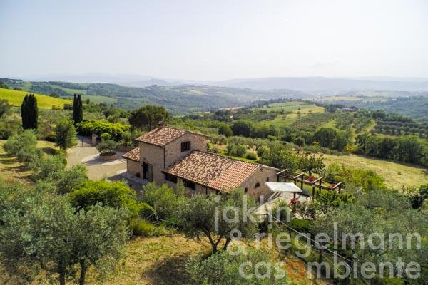 Charming house with fenced garden and panoramic views towards Todi in Umbria