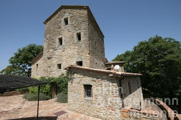 La torre d'avvistamento restaurata con le sue terrazze