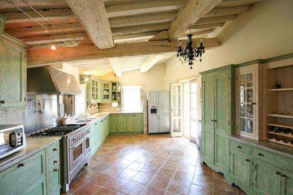 La cucina abitabile con accesso alla terrazza panoramica