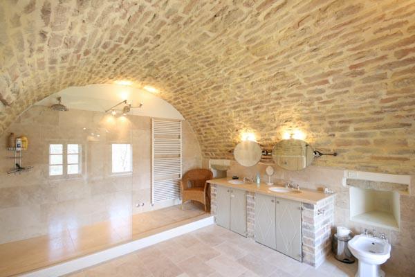 Un bagno en-suite al primo piano