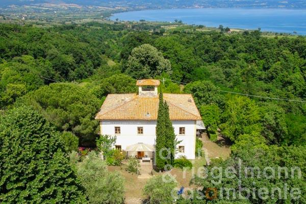 The restored villa for sale on Lago di Bolsena with view onto the lake