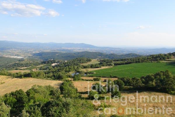 The panoramic view onto Arezzo and the Val di Chiana valley from the property