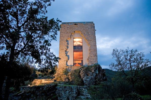 Der ehemalige Wachturm und die umliegenden Terrassen