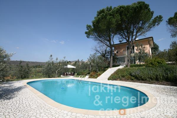 The Tuscan villa for sale with swimming pool in dreamlike panoramic location close to Arezzo