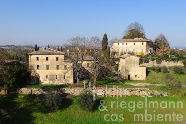 The Tuscan villa to restore for sale with chapel in a prime residential area in Siena