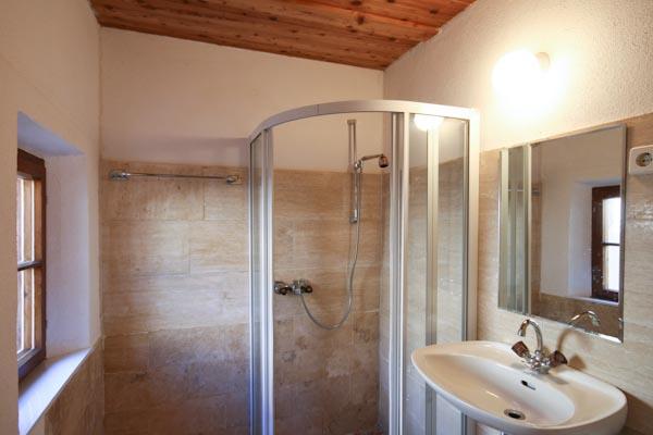 Das Badezimmer im Obergeschoss