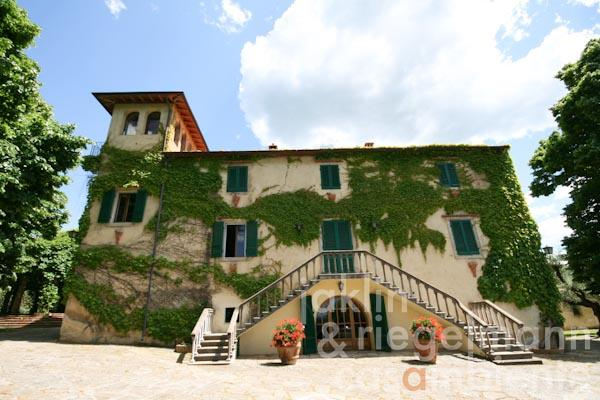 The ancient Tuscan villa for sale with chapel and ocean view close to Bolgheri