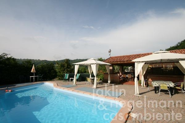 The swimming pool and the pool house with reception and bar