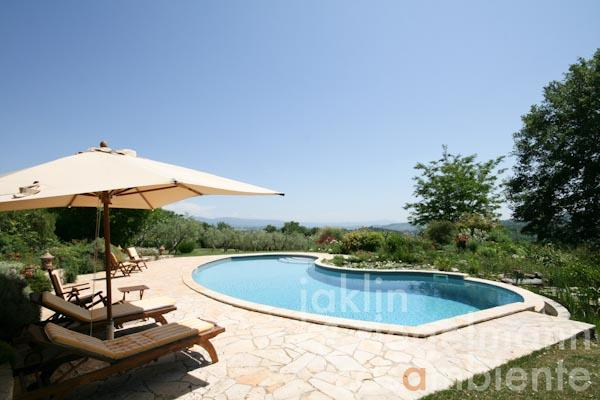 The swimming pool and the surrounding terrace with panoramic views onto Todi