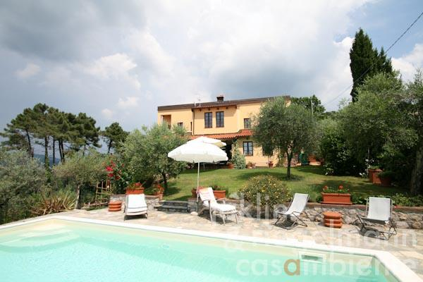 The Tuscan villa for sale with sea view in the hills between Lucca, Viareggio and Forte dei Marmi