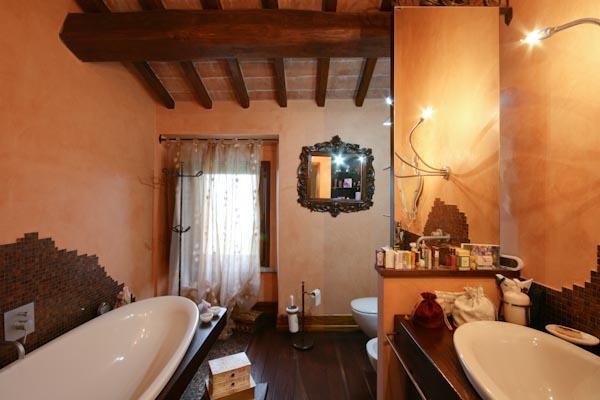 Uno dei bagni per gli ospiti al piano superiore del castello