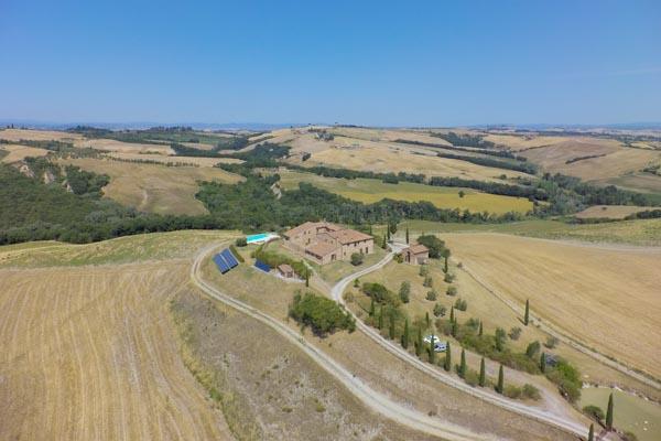 Der Landsitz mit Pool und Innenhof in ruhiger Panoramalage 30 km von Siena