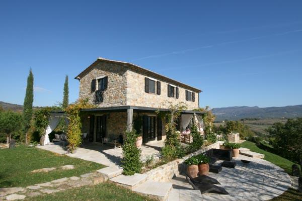 Das modern restaurierte Anwesen zu verkaufen in der toskanischen Maremma mit Natursteinhäusern, Pool und Olivenhain