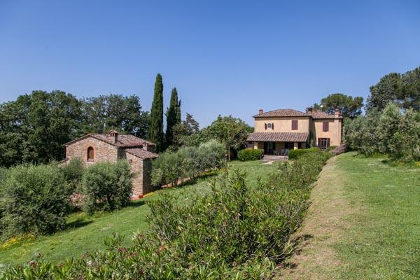 Der bezaubernde toskanische Landsitz zu verkaufen mit Nebengebäuden und Pool in Premiumlage