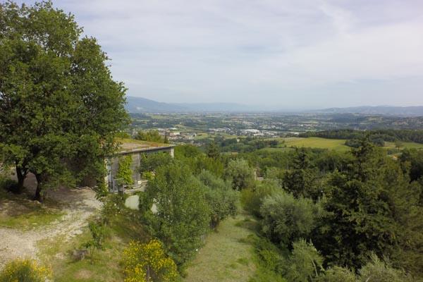 Das Anwesen und der Weitblick nach Assisi