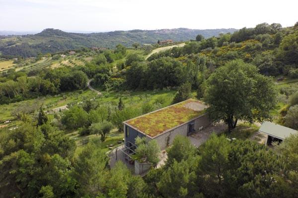 Das Haus im Hintergrund die Stadt Perugia