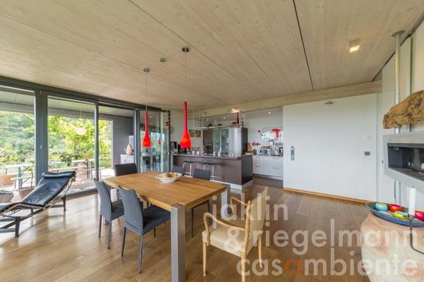 Der obere Wohnbereich des Hauses mit der offenen Küche