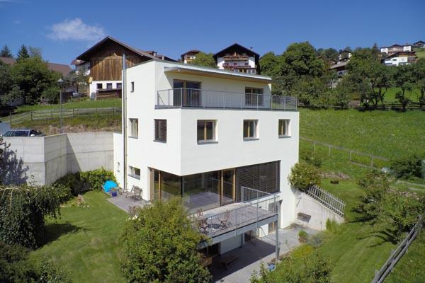 Vendesi edificio passivo ad alta efficienza energetica in posizione panoramica unica in Alto Adige