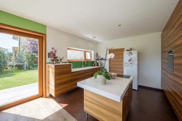 Die offene Küche und der großzügige Wohnbereich im Erdgeschoss