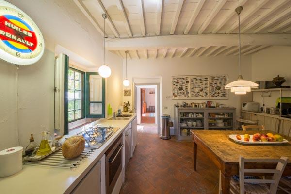 Blick von der Küche in Richtung des Esszimmers
