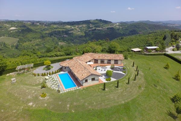Die moderne Villa mit Pool