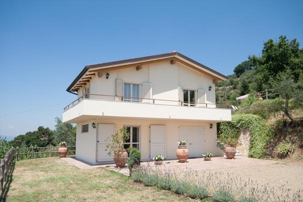 Das Gästehaus mit Balkon
