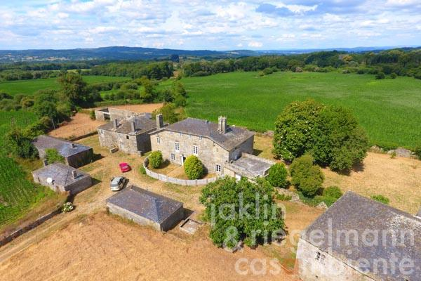 The former aristocratic residence for sale on The Way of Saint James with 70 hectares, manor and outbuildings
