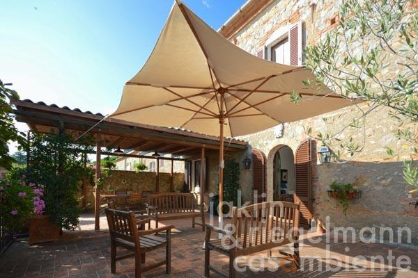 Beautiful town house with terrace and garden in the Montepulciano-Pienza-Sinalunga triangle