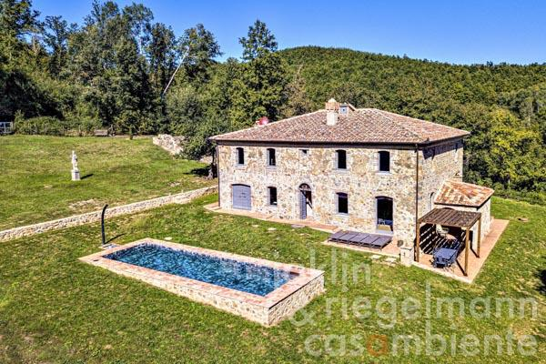 The ancient Tuscan hunting residence for sale in a pristine landscape south of Siena