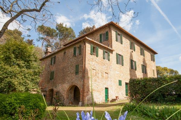 Typisch umbrisches Herrenhaus mit angebautem Landhaus 9 km südlich von Perugia