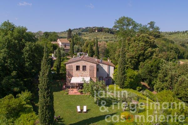 The country estate for sale close to San Gimignano in Tuscany with 2 country houses and 7 high-quality holiday apartments