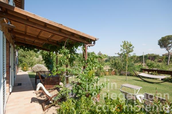 Country house for sale in italy tuscany arezzo monte for Piani di casa di campagna europea