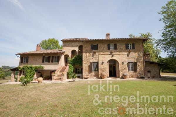 17th century manor house with vineyard at the gates of Perugia